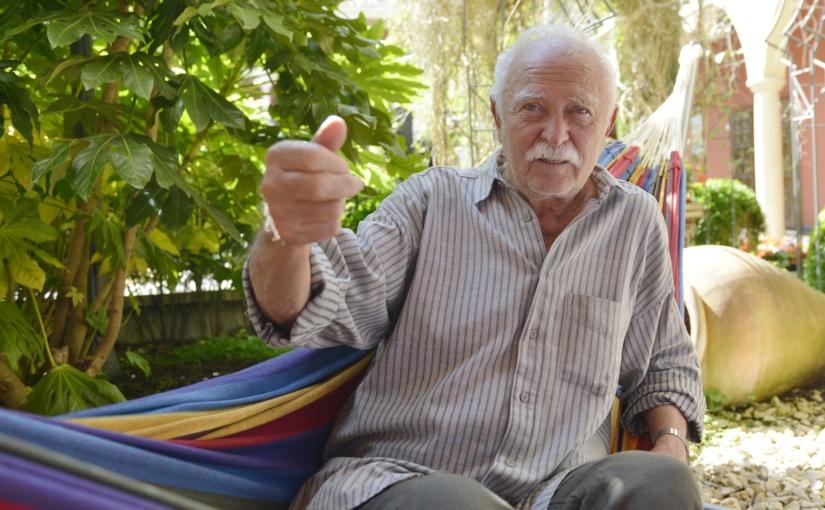 Berühmter Künstler und Kinderbuchautor im Europa-Park: Janosch grüßt aus der Hängematte