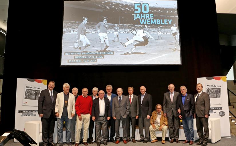 """Deutsches Fußballmuseum zeigt """"50 Jahre Wembley"""" – DFB-Präsident Reinhard Grindel und Uwe Seeler eröffnen Sonderausstellung"""