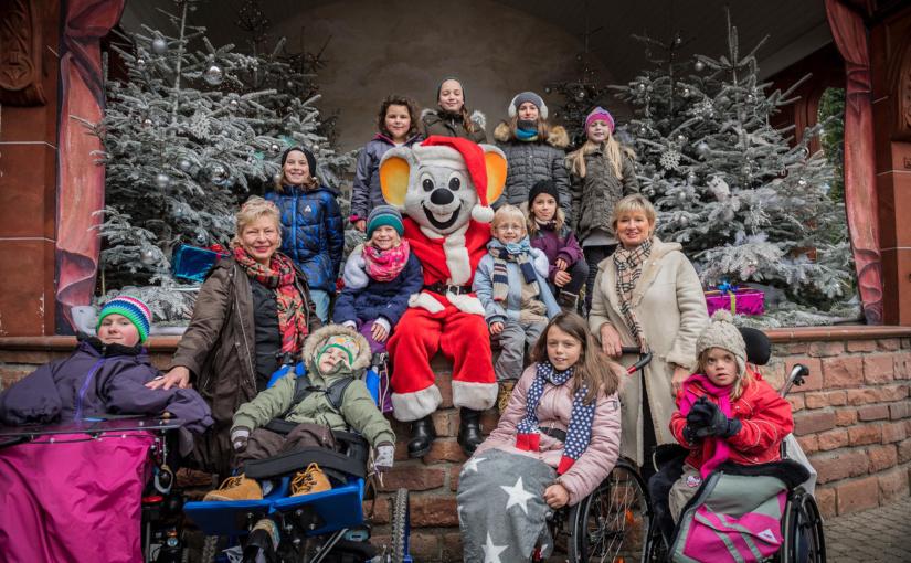 Unheilbar kranke Kinder mit verkürzter Lebenserwartung besuchen den Europa-Park