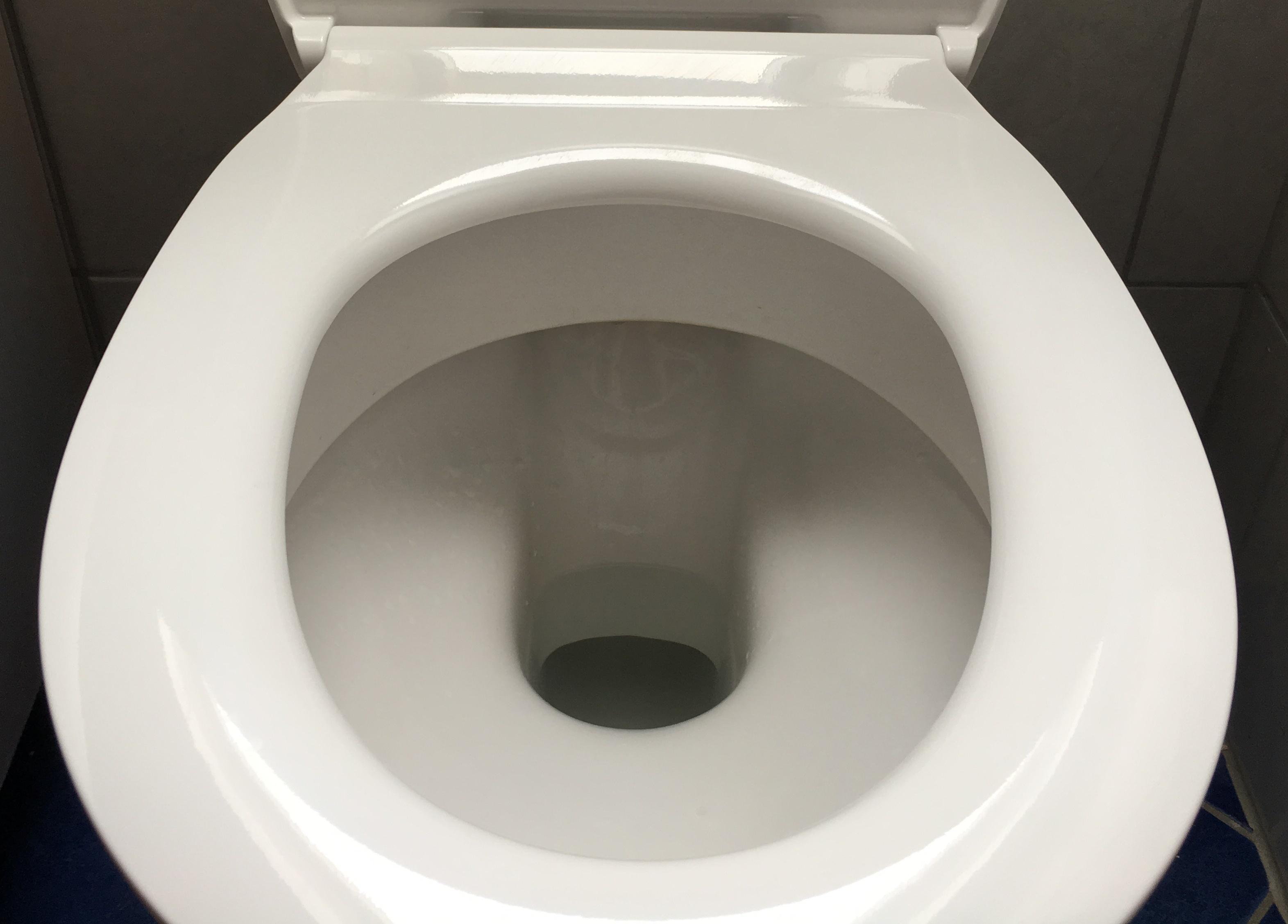produkttest flacher wc sitz in wei mit absenkautomatik von calmwaters der bad shop enjoynews. Black Bedroom Furniture Sets. Home Design Ideas